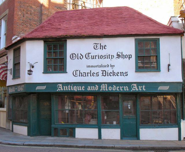位于校园中心的老古董店