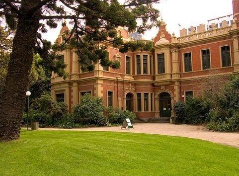 【2014年澳洲迪肯大学传媒专业申请条件及留学费用是多少】
