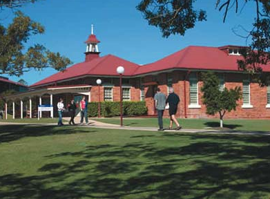 2014年澳洲留学中央昆士兰大学专业会计硕士入学要求