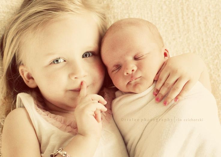 可爱宝宝两兄妹