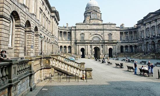 英国金融专业留学费用多少?研究生一年学费大起底