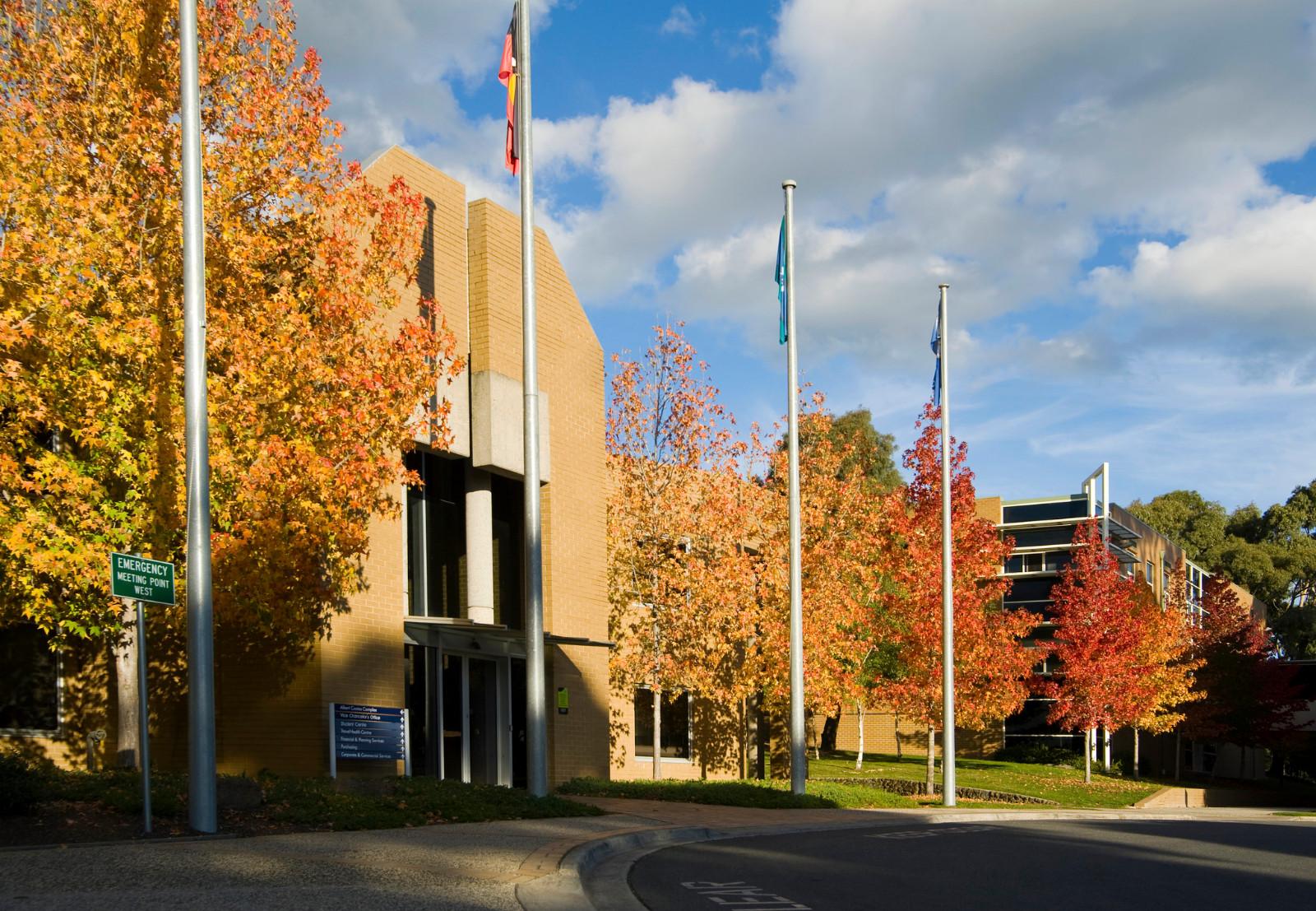 2017澳洲联邦大学申请条件是什么