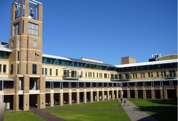 昆士兰大学留学费用