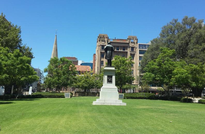 澳洲八大硕士学费汇总一览  世界顶尖名校学费自然高