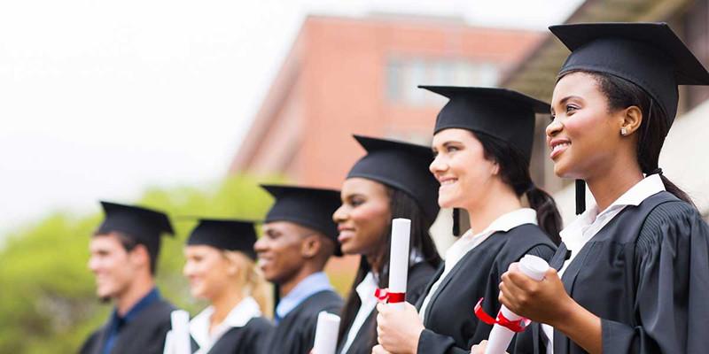 英国留学选这些专业,未来赚钱更多!
