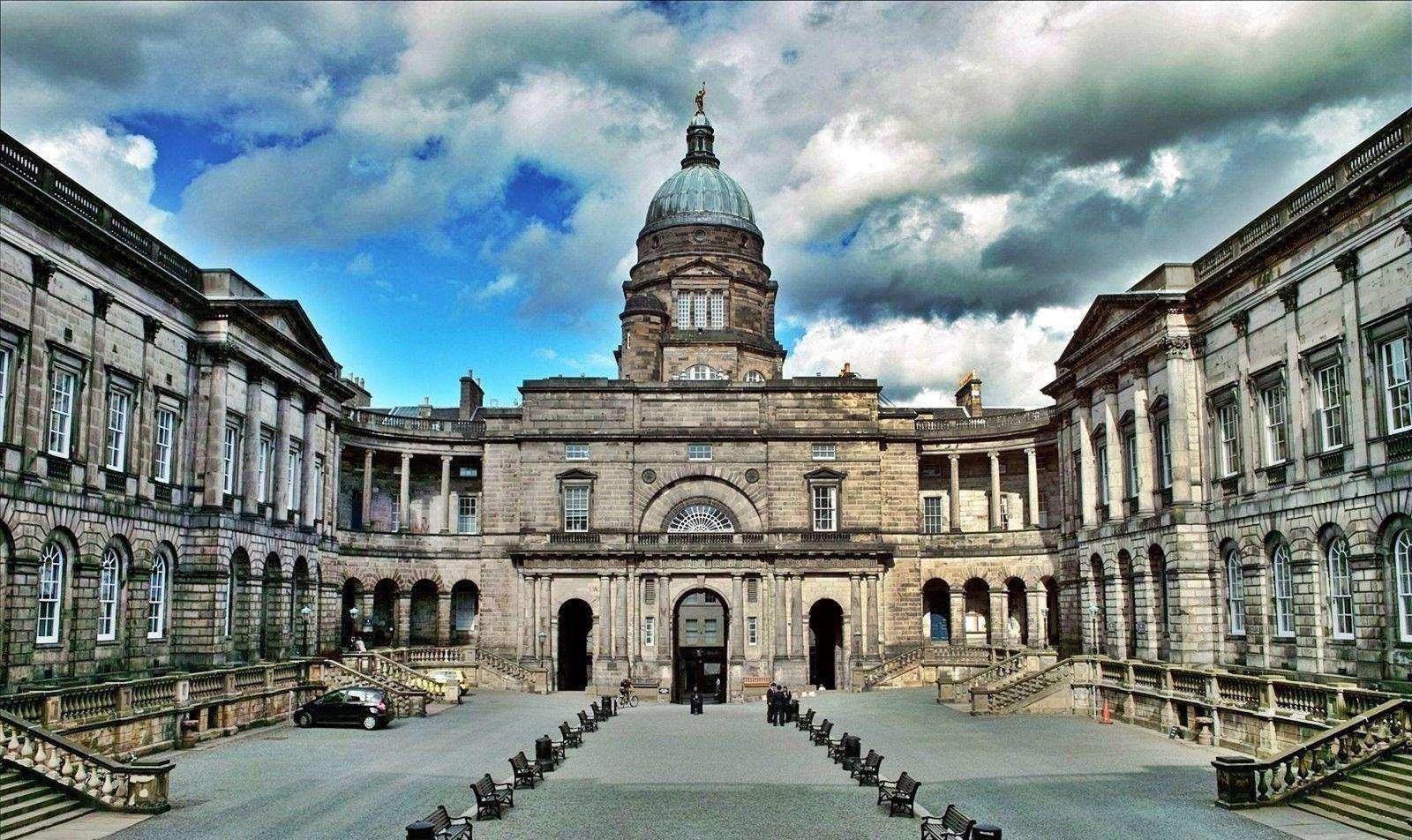 英国爱丁堡大学本科申请条件
