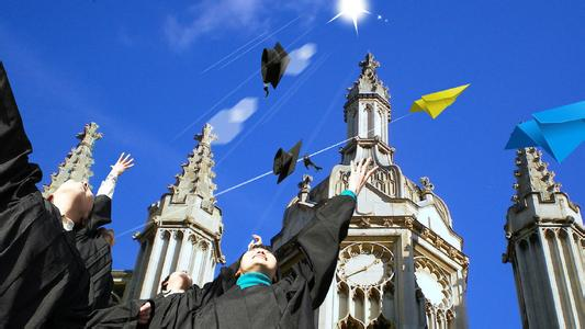 留学英国本科申请费过万?易申网免费申请实力省钱!
