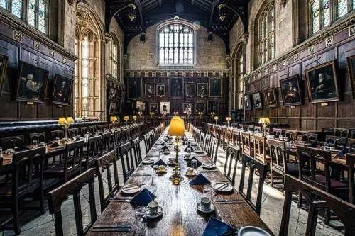 英国的学院制大学真的和霍格沃茨一样嘛?各个学院到底有多大区别?