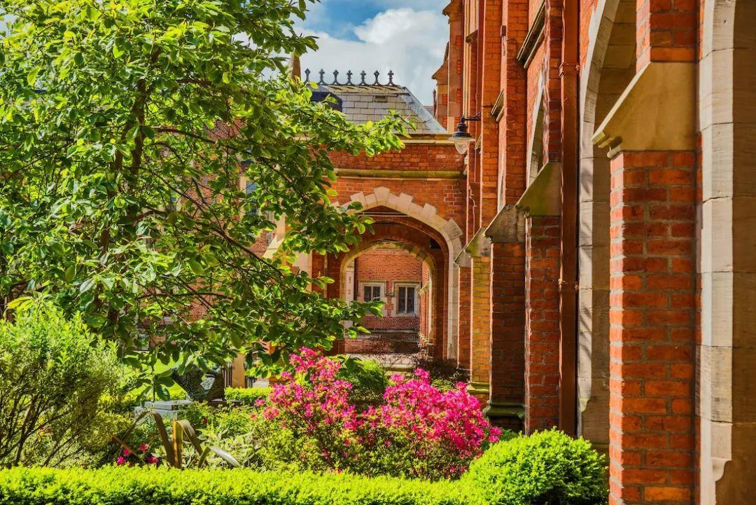 英国女王大学排名_颜值控必看!泰晤士排名选出的英国最美10所大学都有哪些?-易申网