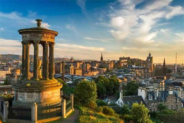 英国爱丁堡大学研究生留学费用贵吗?