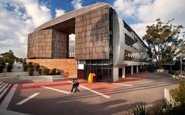 澳洲迪肯大学语言班介绍:完成校内科目学习,不需要重考语言