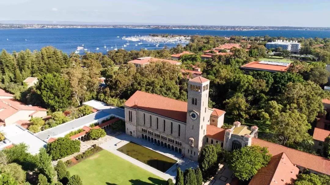 西澳大学商科方向研究生学费:平均3.5万澳元以上